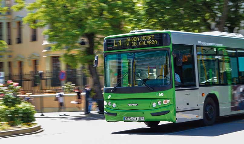 Luis Salaya critica que no se tome en cuenta el nivel de renta a la hora de apoyar a las familias numerosas en el acceso al autobús urbano